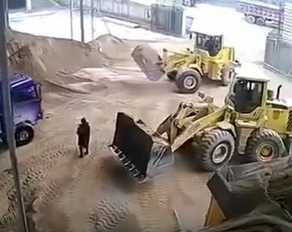Φρικτός θάνατος για γυναίκα: Δεν την είδε οδηγός εκσκαφέα και την έθαψε ζωντανή (pics)