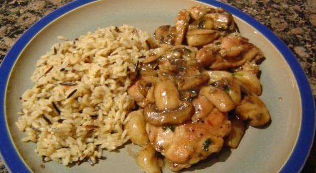 5 easy πιάτα με ρύζι και κοτόπουλο για φοιτητές και όχι μόνο