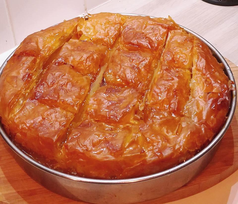 Συνταγή Άκη Πετρετζίκη: Γαλακτομπούρεκο ζεστό ζεστό!