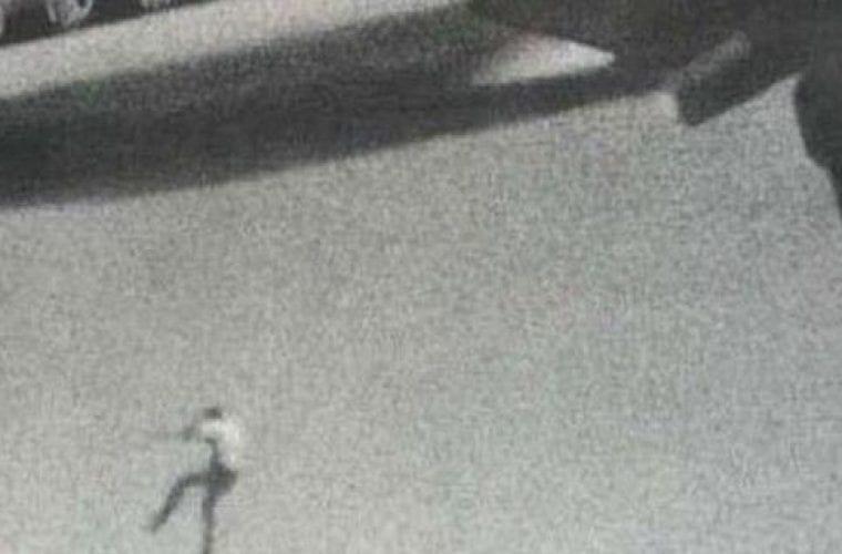 Το αγόρι που έπεσε από τον ουρανό -Η τραγωδία με τον 14χρονο που έπεσε από αεροπλάνο (εικόνες)