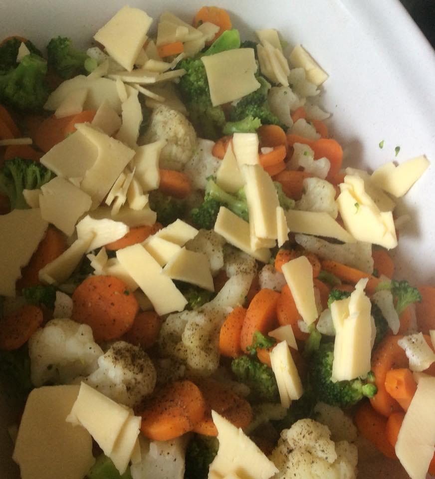 Καλαμαράκια τηγανητα και λαχανικα με μπεσαμελ για σημερα