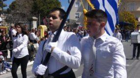 Ο τυφλός σημαιοφόρος που καταχειροκροτήθηκε στην παρέλαση