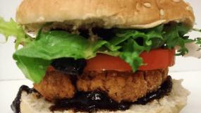 Burger με μπιφτέκι σόγιας για μικρούς και μεγάλους