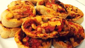 Συνταγή για παιδιά: Νηστίσιμα ρολάκια πίτσας με λαχανικά