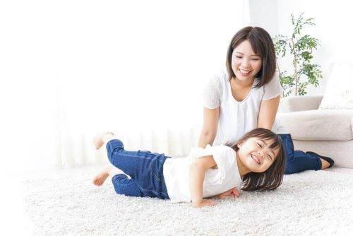 Γιατί παιδιά στην Ιαπωνία υπακούν πάντα τους γονείς τους;