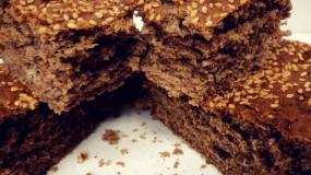 Συνταγή για παιδιά : Νηστίσιμο σταφιδόψωμο με χαρουπαλευρο