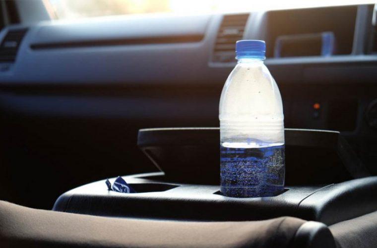 Γιατί δεν πρέπει ποτέ να αφήνουμε πλαστικά μπουκάλια στο αυτοκίνητο