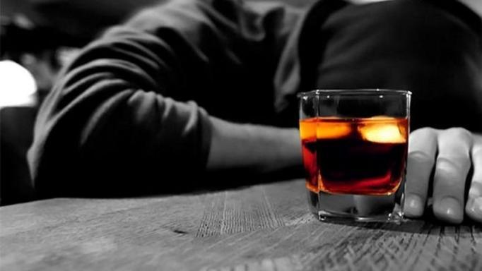 «Υπήρξα αλκοολικός! Ξυπνούσα το πρωί κι έπινα κονιάκ με ζάχαρη»
