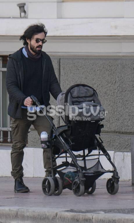 """Ο """"Λεωνίδας"""" από το Δέκα Λεπτά Κήρυγμα έγινε μπαμπάς και κάνει βόλτες με το παιδί του!"""