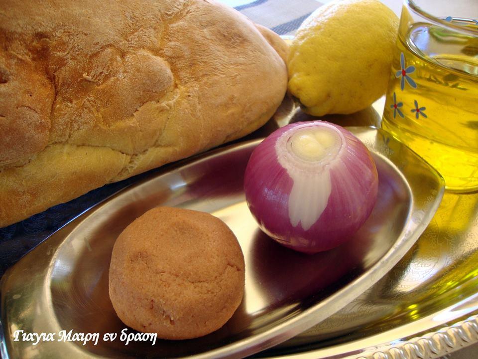 Ταραμοσαλάτα με ψωμί αφρός