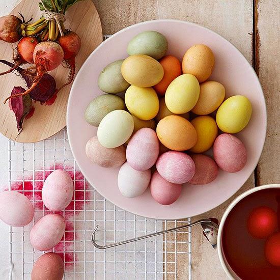 Φυσικές και ανέξοδες συνταγές για να βάψετε τα πασχαλινά αυγά σας!