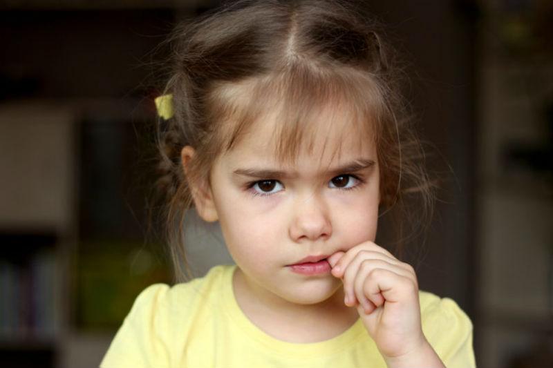 Σας παρακαλώ, σταματήστε να ζητάτε από το παιδί μου να χαμογελάσει!