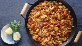 Πικάντικες γαρίδες με μανέστρα στην κατσαρόλα