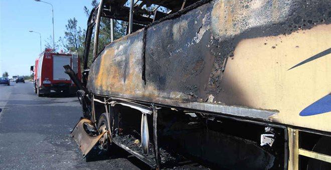 Παραλίγο τραγωδία με σχολικό λεωφορείο που έπιασε φωτιά!