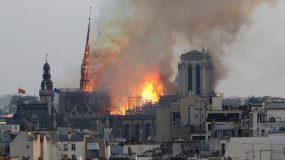 Σοκάρει η είδηση! Η Παναγία των Παρισίων τυλίχτηκε στις φλόγες-Η «Πόλη του Φωτός» θρηνεί για την καταστροφή του συμβόλου της