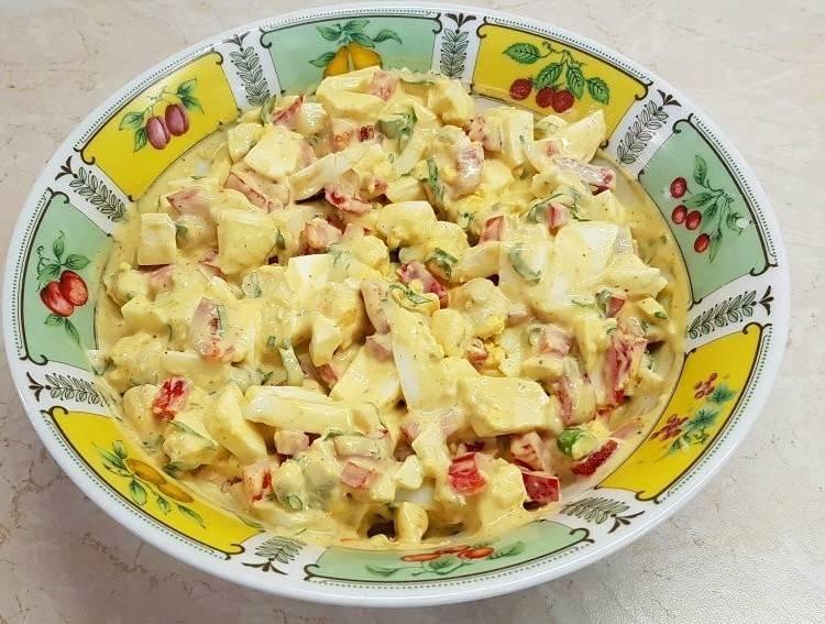 Φτιάχνουμε μια υπέροχη αυγοσαλάτα με τα κόκκινα αυγά του Πάσχα!!