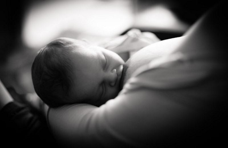 Στ. Παπαβέντσης- Δεν φταίνε οι κακόμοιροι γονείς, οι λανθασμένες οδηγίες φταίνε που κάνουν τη μητρότητα και το θηλασμό να μοιάζουν βουνό.