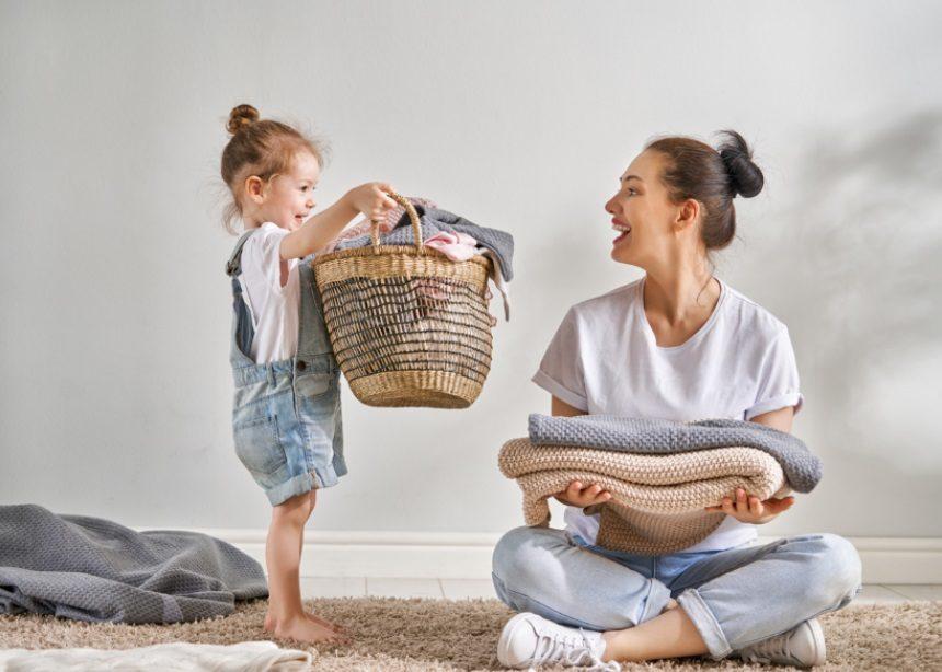Ο παιδίατρος Σπύρο Μαζάνης μας εξηγεί γιατί ΔΕΝ πρέπει να φοράμε τα καινούργια ρούχα στα παιδιά χωρίς να τα έχουμε πλύνει πρώτα