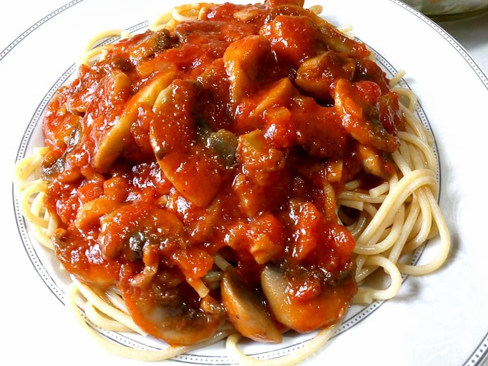 Σπαγγέτι με σάλτσα μανιταριών