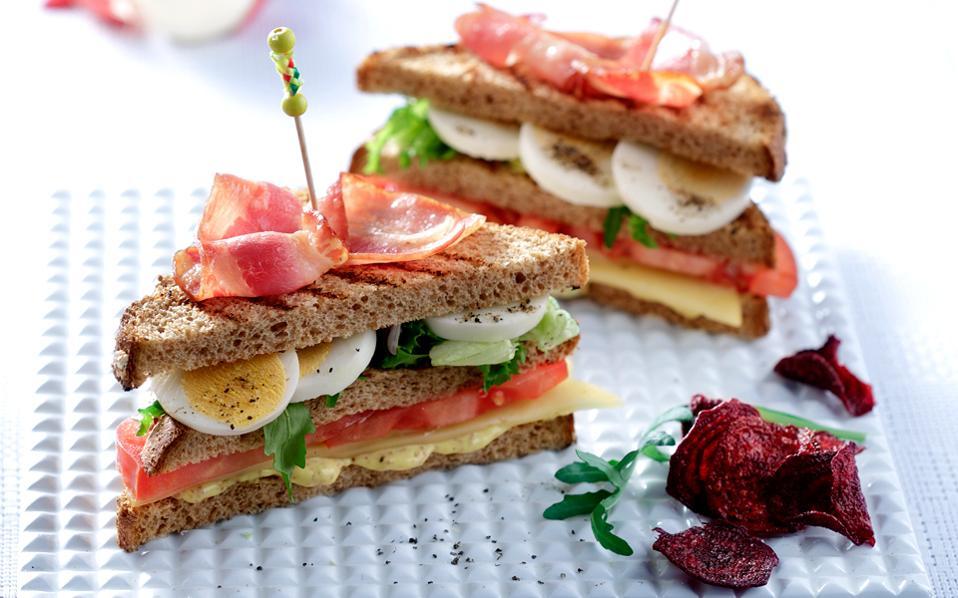 Κλαμπ σάντουιτς με  αυγά