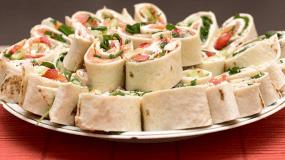 Ρολάκια αραβικής πίτας με κοτόπουλο για το πάρτυ ή για σχολικό σνακ