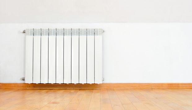 Έτσι θα καθαρίσετε τον τοίχο που βρίσκεται πίσω από το καλοριφέρ σας!