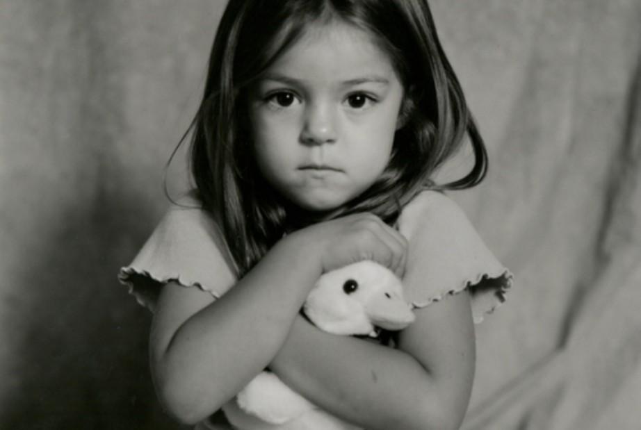 Ο διωγμός των παιδιών από τον παράδεισο της παιδικής τους ηλικίας!