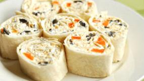 Ρολάκια αραβικής  με τυρί κρέμα και πιπεριά για το μπουφέ σας