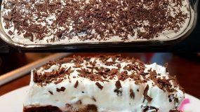 Ενα λαχταριστό πανευκολό  κέικ σοκολάτας σιροπιαστό με ζαχαρούχο.