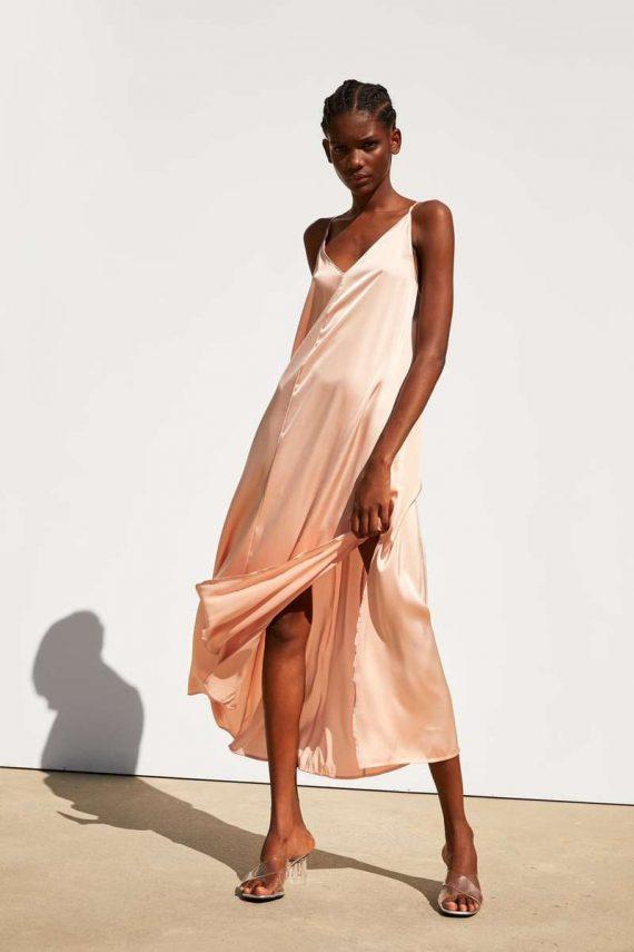 Αυτό είναι το απόλυτο φόρεμα του φετινού καλοκαιριού!