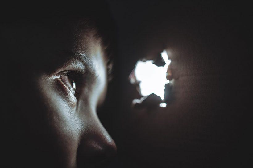 Τα παιδιά με γονείς που μοιράζονται τις δικές τους φοβίες γίνονται παιδιά θαρραλέα