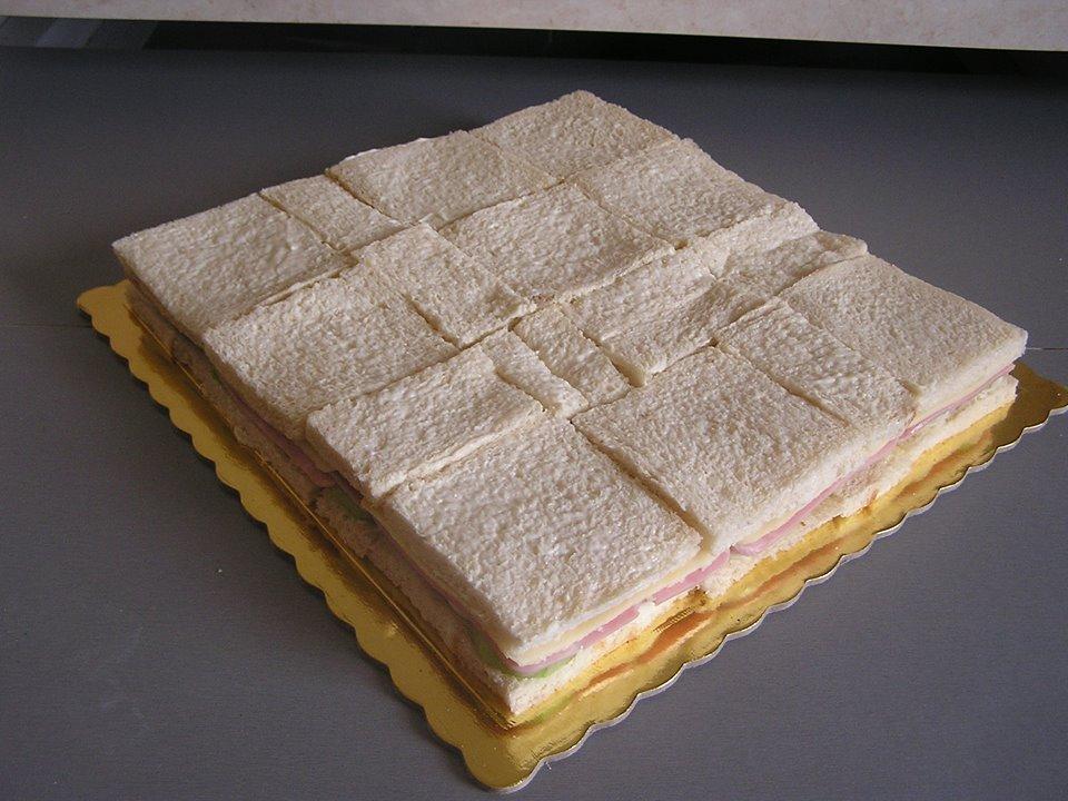 Πανεύκολη αλμυρή τούρτα με ψωμί του τοστ