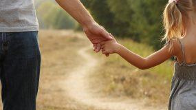 Ο πρώτος και παντοτινός έρwτας μιας γυναίκας είναι ο μπαμπάς της! Ο ήρωάς της, το στήριγμα, το πρότυπό της!