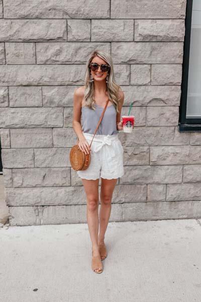 Τα paperbag παντελόνια και σορτς έχουν γίνει η απόλυτη τάση στη μόδα! Δες πως να τα συνδυάσεις τέλεια
