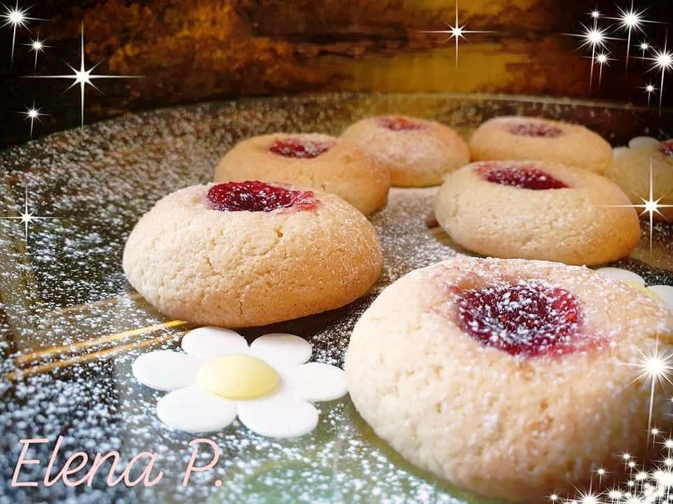 Εύκολα μπισκότα μαλακά με μαρμελάδα!!