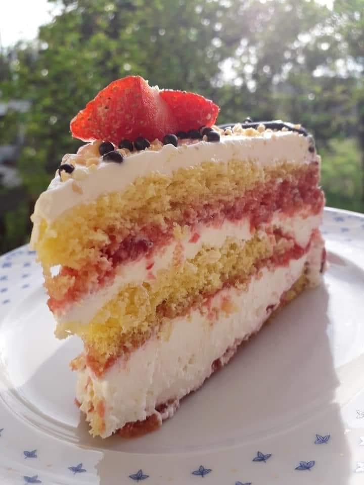 Δροσερή φραουλένια τούρτα για κέρασμα!