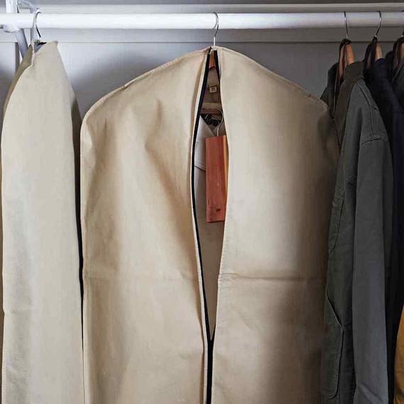 Χαλιά, ντουλάπες, κουρτίνες: 3 δουλειές που μισούμε και πώς θα τις κάνουμε σωστά