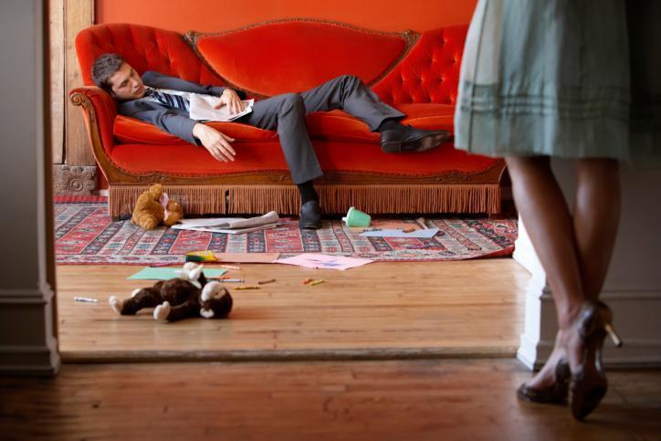 Η ζωή με έναν ακατάστατο άντρα! Άπαντες γυναίκες ταυτιστείτε