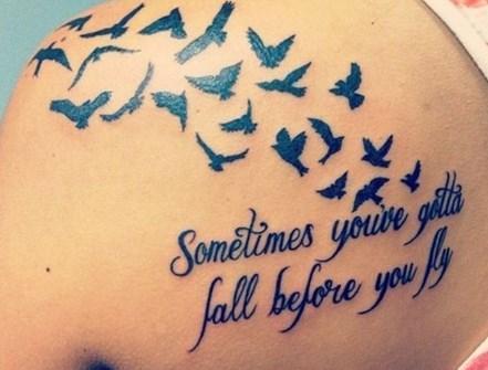 Υπέροχα σχέδια τατουάζ με ρητά ιδανικά για γυναίκες