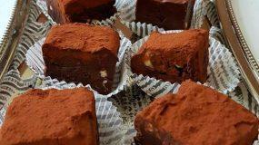 Σοκολατένια παστάκια με φουντούκια για κέρασμα. Έκρηξη σοκολάτας με 5 υλικά