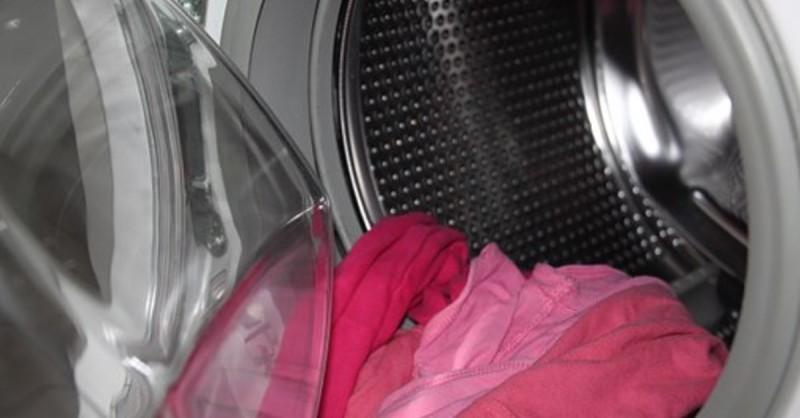 5 πανίσχυρα τips για να καθαρίσετε τη βρωμιά και τη μούχλα από το πλυντήριό σας εύκολα και ανέξοδα