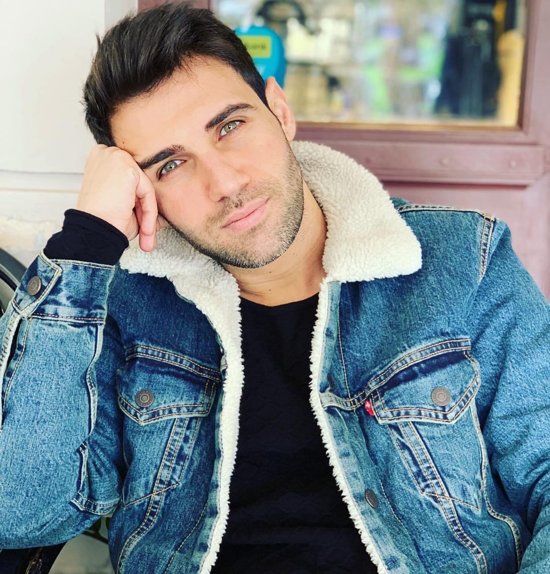 Συγκλονίζει γνωστός Έλληνας τραγουδιστής-Με κλείδωσε θαυμάστρια στο καμαρίνι και πήρε το κλειδί