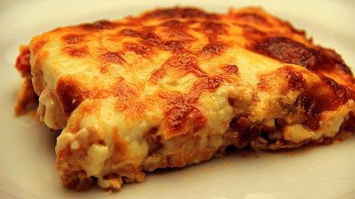 Λαχταριστό σουφλέ Κοτόπουλο με μπεσαμελ τυρί και πατάτες