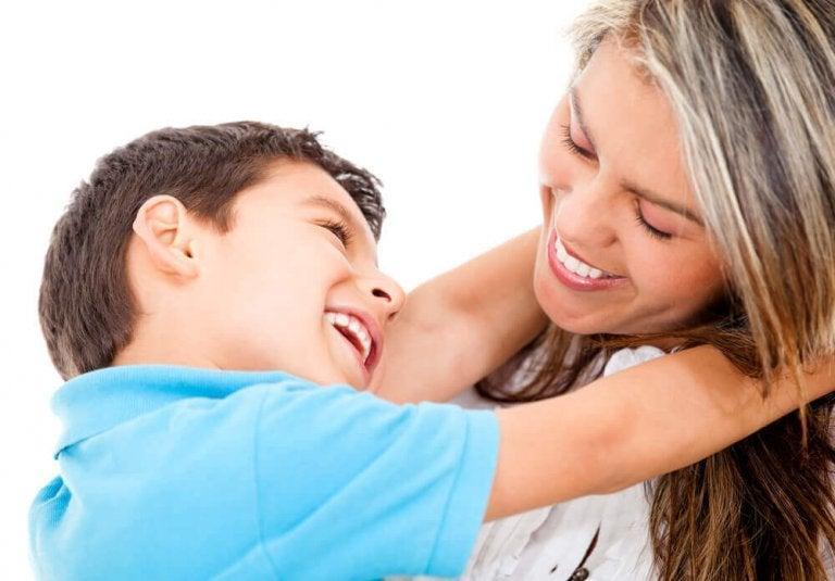 5 συμβουλές για να καλλιεργήσετε στο παιδί σας την στοργικότητα και την ευαισθησία