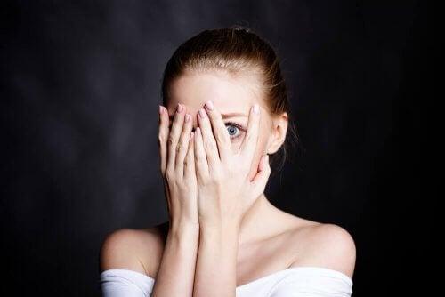 Συναισθηματική στέρηση-6 Σημάδια που δείχνουν ότι το παιδί σας χρειάζεται περισσότερη αγάπης και στοργή