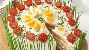 Καλοκαιρινή αλμυρή τούρτα με ψωμί του τοστ που θα κάνει πάταγο