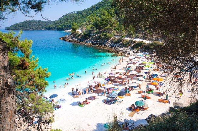 Οικογενειακές διακοπές: 9 μοναδικές επιλογές στα πιο όμορφα ελληνικά νησιά
