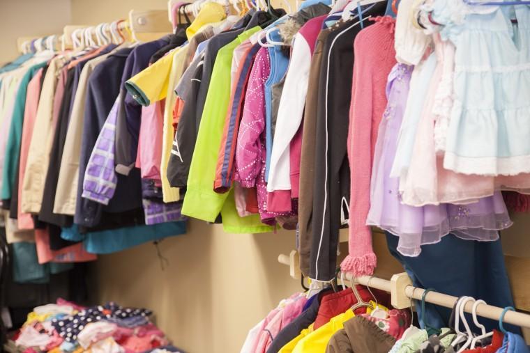 """""""Μην το πετάς, χάρισέ το!"""": Πού μπορείτε να προσφέρετε ρούχα, παπούτσια, παιχνίδια και κάθε λογής αντικείμενα που δεν χρειάζεστε"""