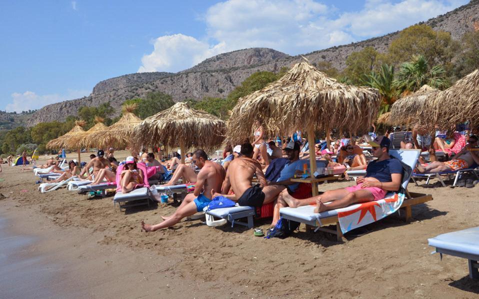 Στα 5 μέτρα οι ξαπλώστρες από την παραλία υποχρεωτικά – Δείτε τα δικαιώματά σας