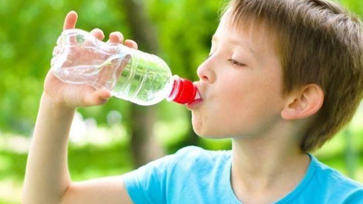 Το Υπουργείο Υγείας προειδοποιεί- Προσοχή στα παιδικά εμφιαλωμένα νερά!